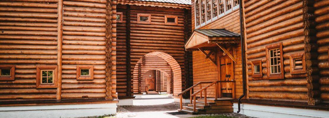 Domy drewniane - co powinniśmy wiedzieć przed postawieniem na nie?
